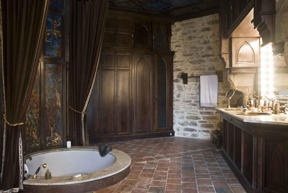 Montbrun Castle The Masters Bathroom